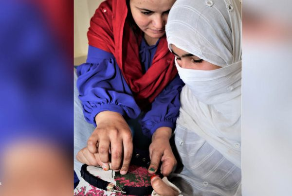 Kvinder laver håndarbejde